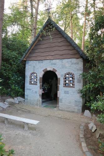 Een van de zovele kapelletjes op weg naar Zandhoven