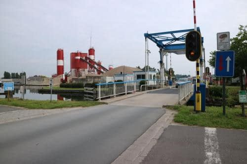 Brug 9 over het kanaal in Sint-Lenaarts